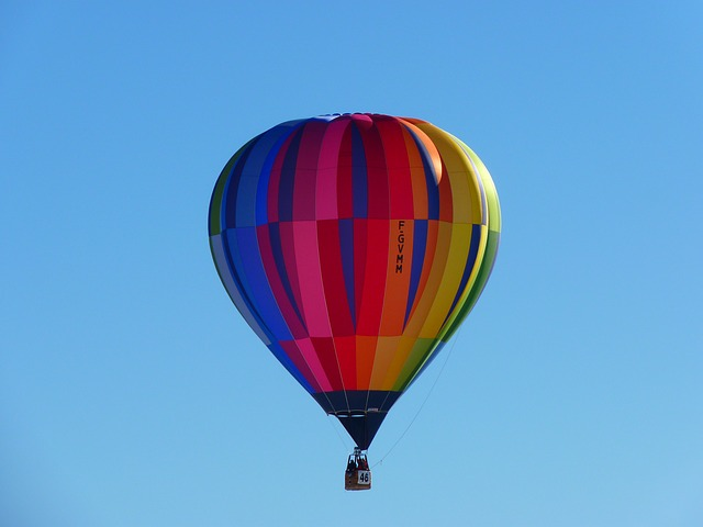 hot-air-balloon-4761_640